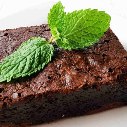 chocolate brownie ready to serve